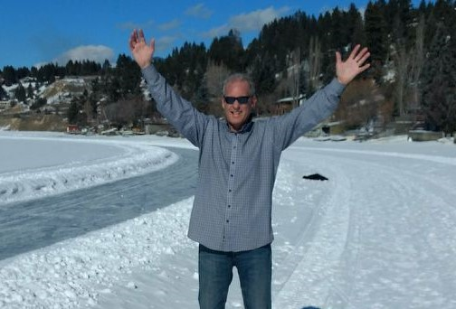 Pancreatic cancer patient Roy Vinke standing in snow with his arms raised