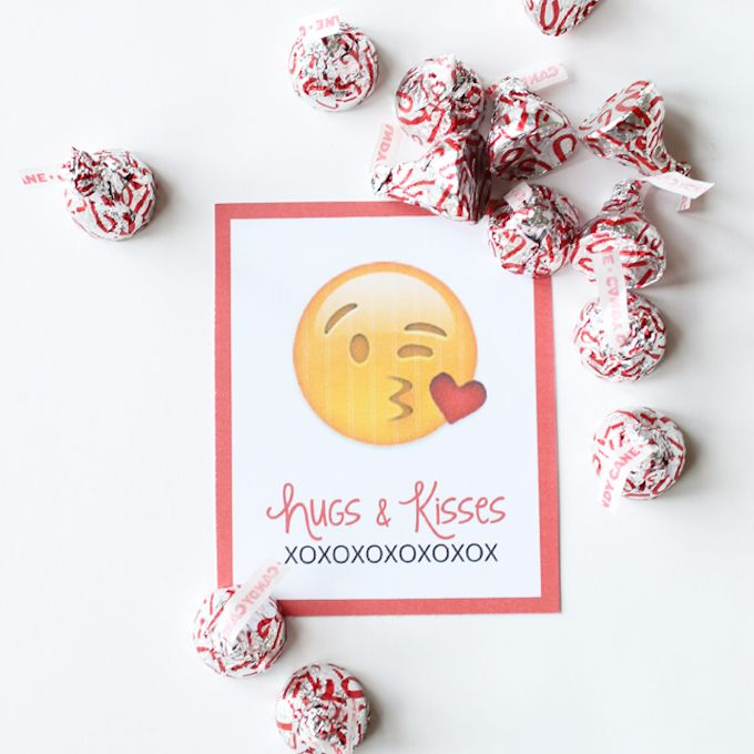 hugs-and-kisses- emoji valentines