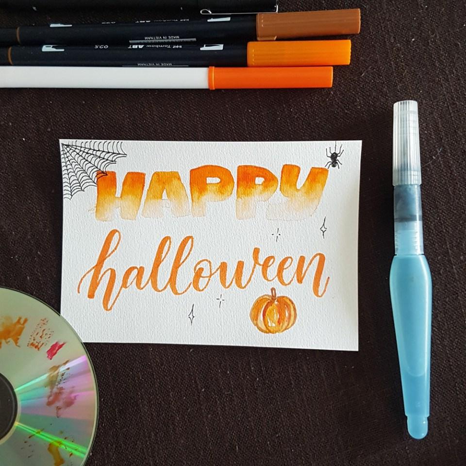 Lettering pour Halloween avec effet aquarelle au Crayola et Tombow ABT