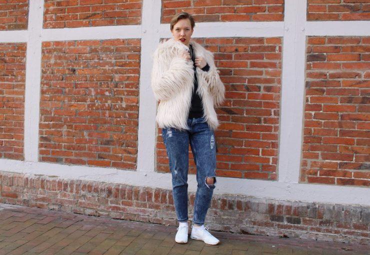 letters&beads-Fake-Fur-Jacke-foto