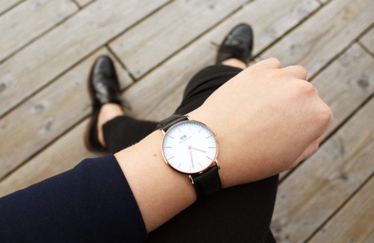 lettersbeads-fashion-turtleneck-norderney-lackschuhe-sleek-boyfriend-detail
