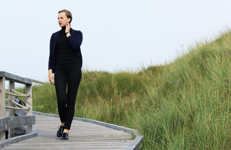 lettersbeads-fashion-turtleneck-norderney-lackschuhe-sleek-boyfriend-walk1