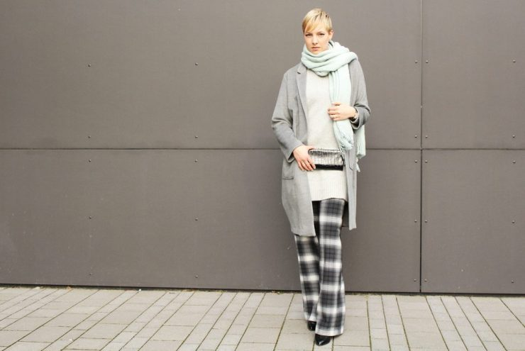 letters&beads-fashion-oversized-lagenlook-in-grau-schattierungen_3