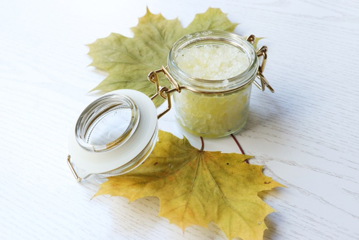 letters_and_beads_beauty_diy_creamy_peeling_paste_meersalz_vitamin_e_mischen_abfüllen_glas_herbst