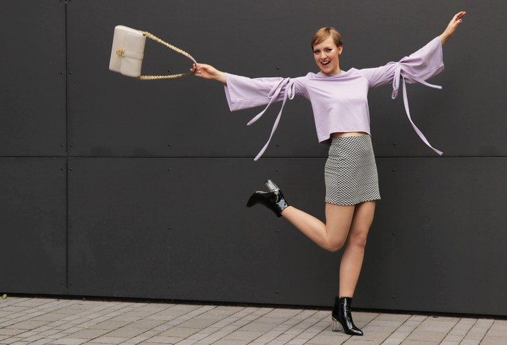 letters_and_beads_editorial-fashion-60s-retro-look-twiggy-flares-top