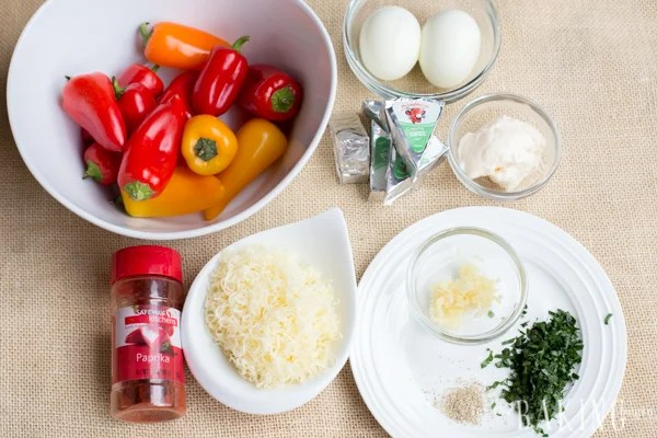 All the ingredients needed for this sweet pepper appetizer with cheese.