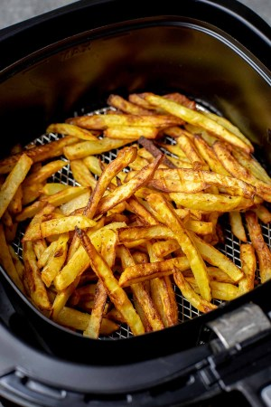 Airfryer Fries - clean fries that you can eat guilt free. Less oil, quicker to make and so delicious!