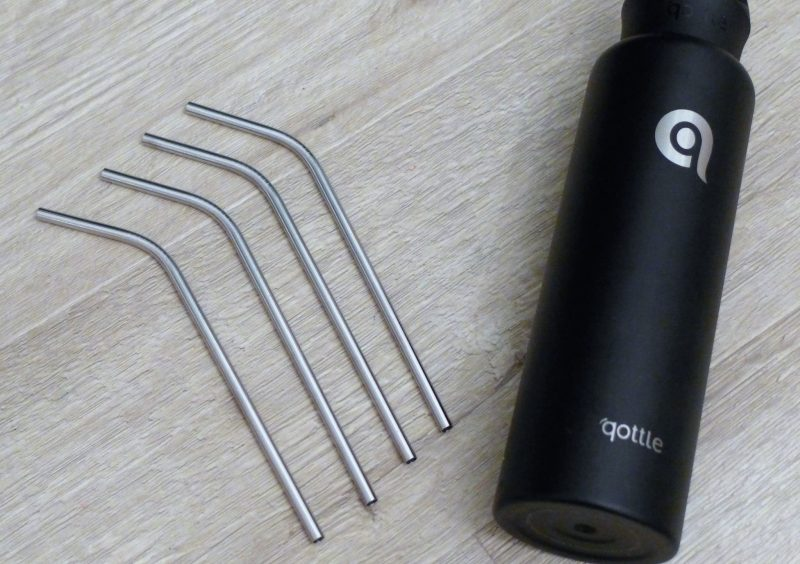 reusable bottle and straws. Stainless steel black Qottle