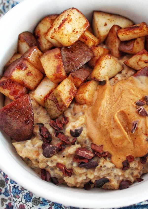 Spiced Pear & Peanut Butter Oatmeal! (GF, Vegan)