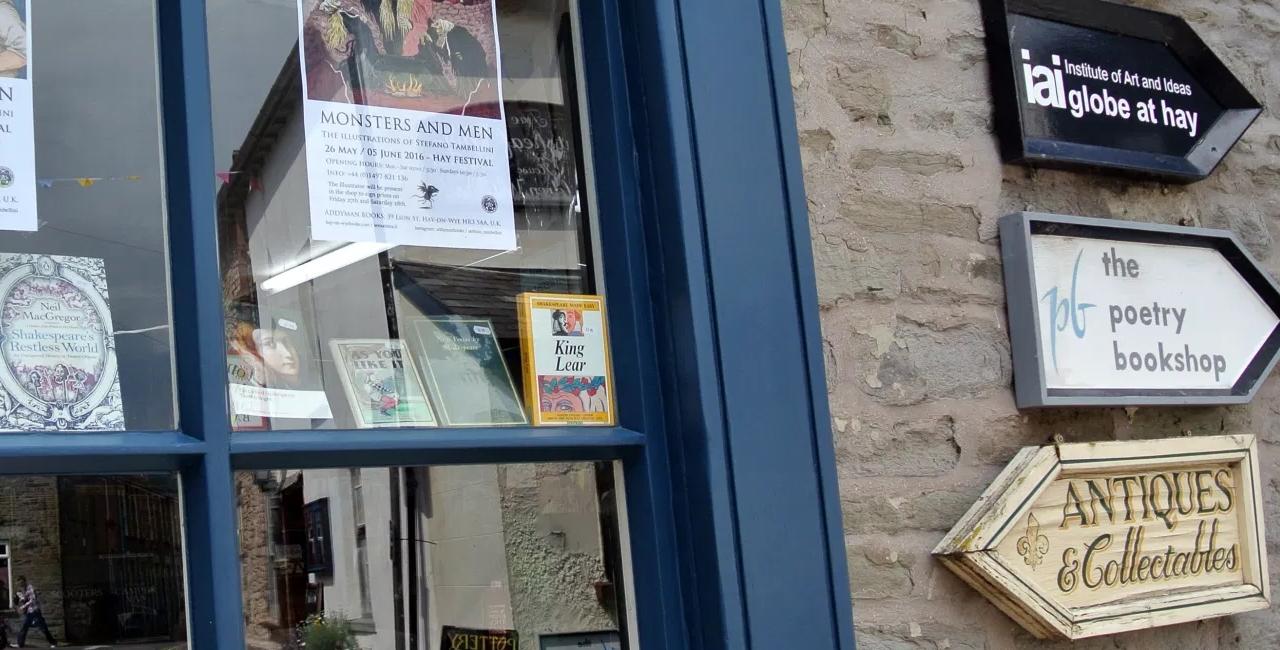 Hay-on-Wye, particolare di una libreria