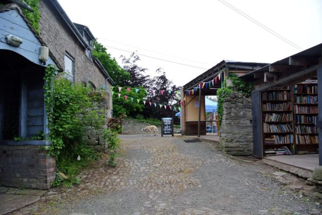 visitare Hay-on-Wye e l'Hay Festival: a destra, l'Honesty Bookshop