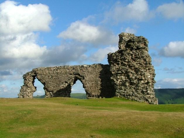 Le rovine di Castell Dinas Brân | Credit: Nigel Williams [CC BY-SA 2.0], via Wikimedia Commons
