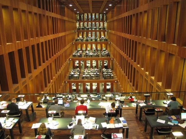 Sulle tracce dei fratelli Grimm a Berlino: biblioteca dell'università Humboldt, interno