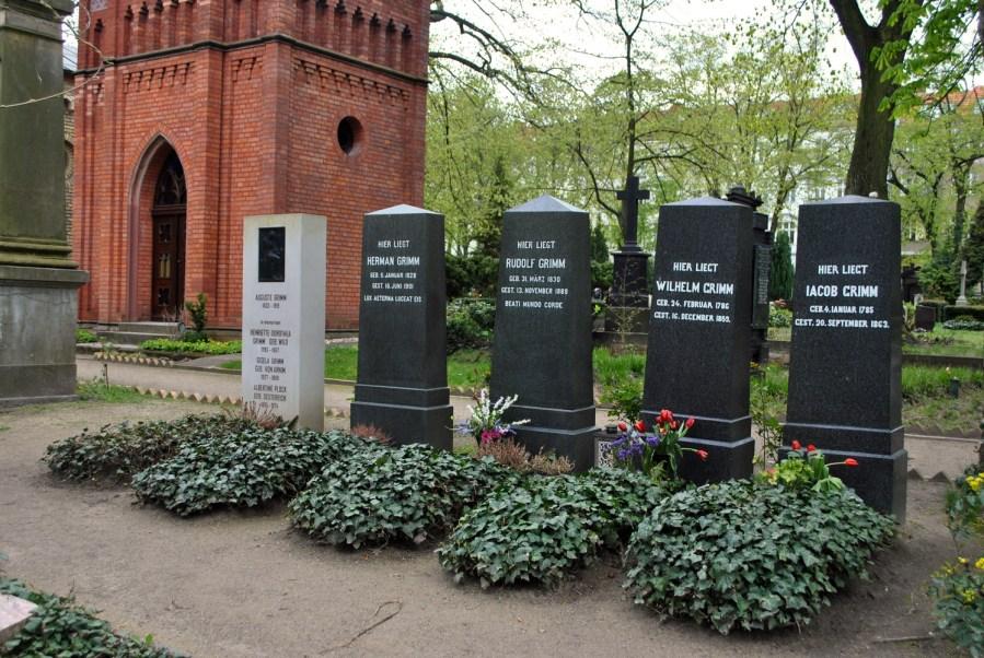 Sulle tracce dei fratelli Grimm a Berlino: cimitero di St. Matthaus, tombe