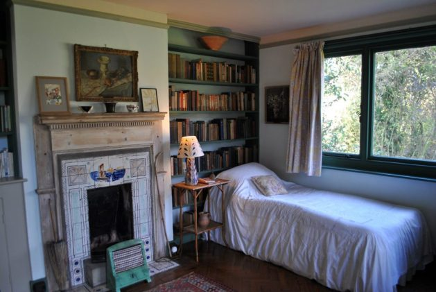 Monk's House, Rodmell, Virginia Woolf: camera della scrittrice, letto