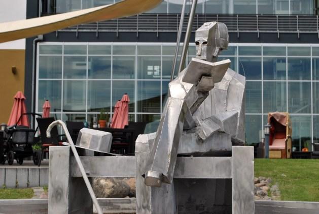 Neuruppin: un'altra statua dedicata a Fontane.