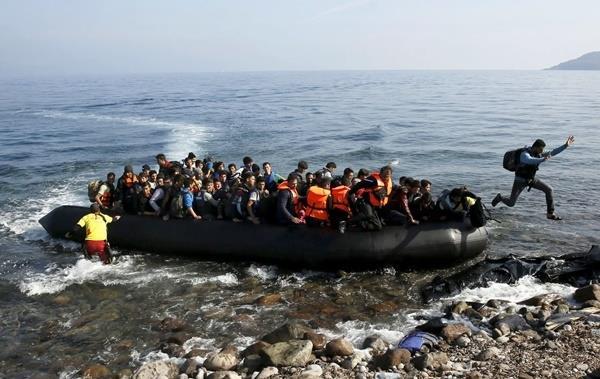 Πράξη απελπισίας το θαλάσσιο πλωτό συνοριακό τείχος