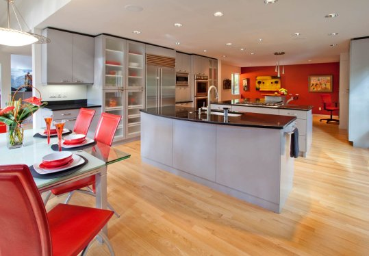 Ubo-Contemporary kitchen with wood flooring