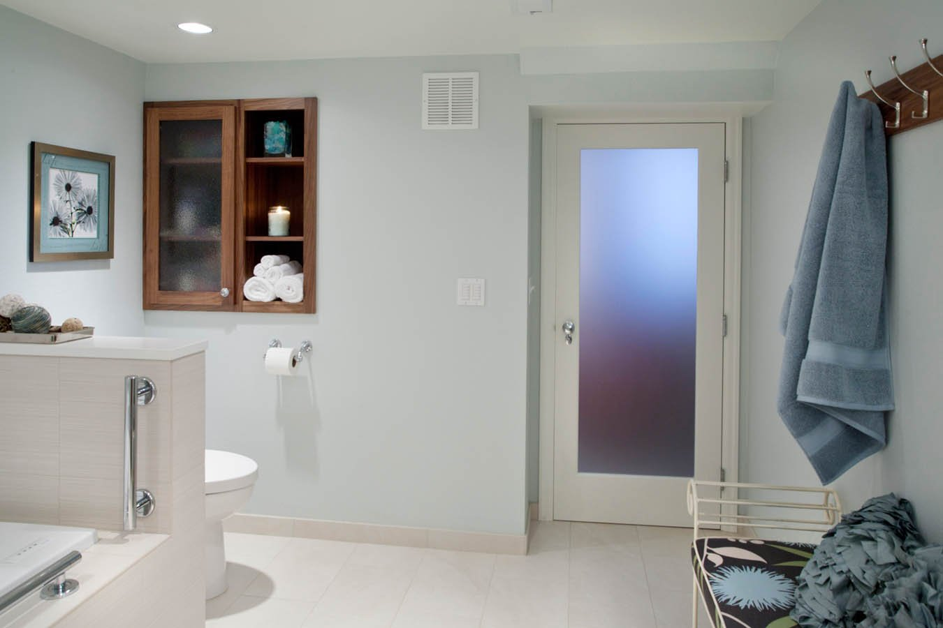 Retro-Transitional bathroom