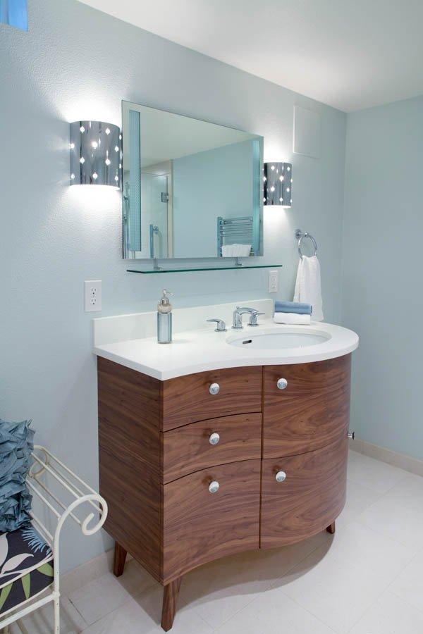 Retro-Transitional bathroom concept