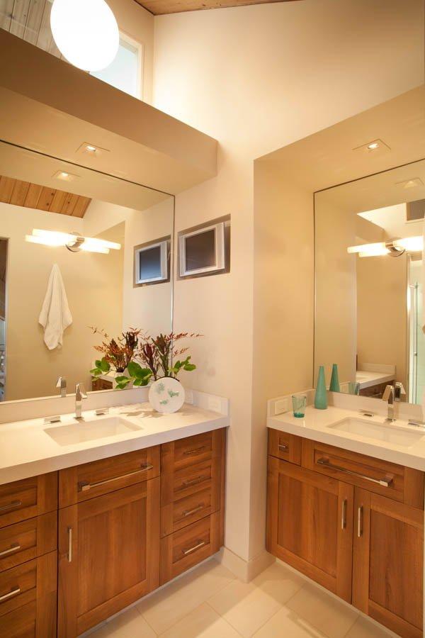 Retro bathroom for guests