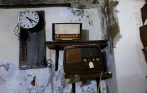 Two old radios and a clock placed in one of the corners in the main room. (Photo: Marwan Thatah)