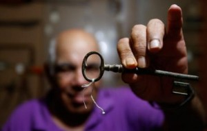 Dr. Mohammed al-Khatib holding an authentic Palestinian house key. (Photo: Marwan Tahtah)
