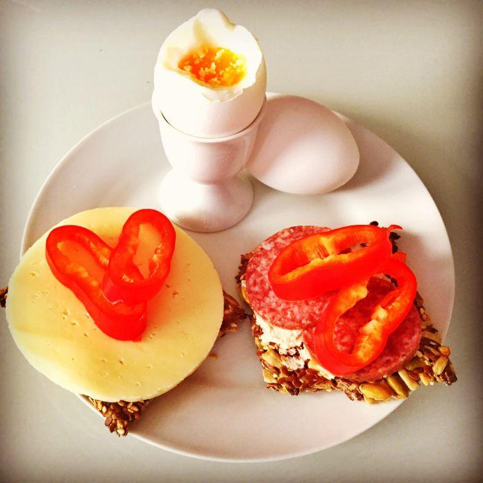 Blødkogte æg med LCHF knækbrød