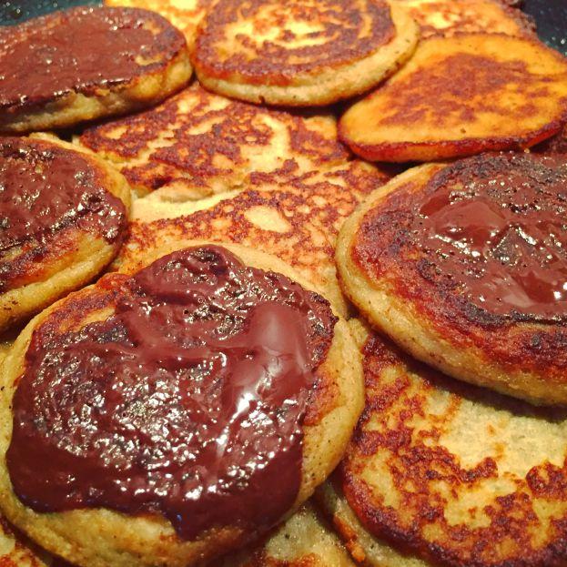 Luftige bananpandekager med mørkt chokolade » Low-Carb lækkerier