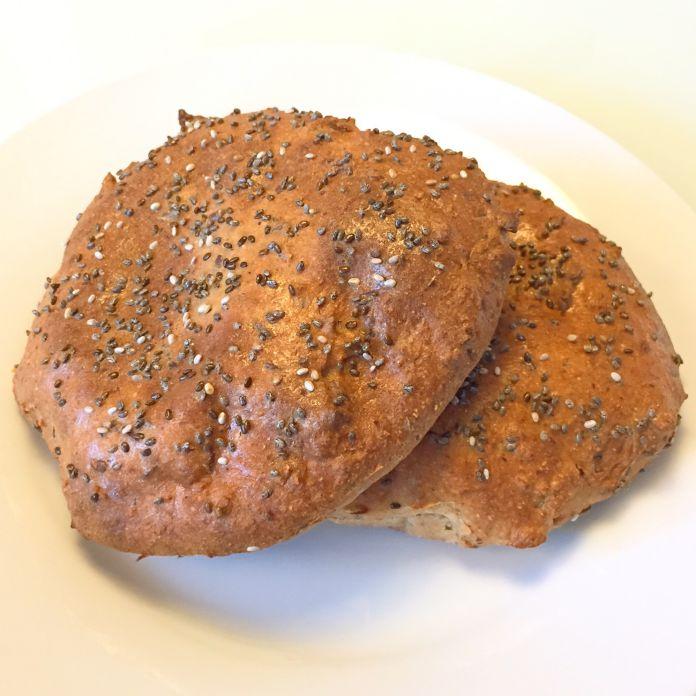 Fiberrige sandwichboller med chiafrø drys