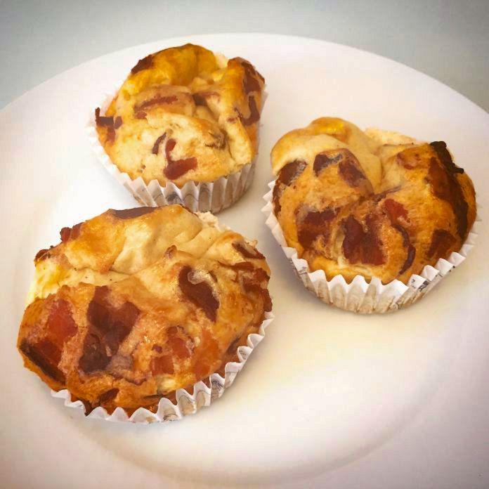 Super lækre æggemuffins med mozzarellaost og bacon