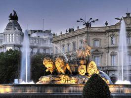 Madrid Spania - Puerta de Alcala Paseo del Prado