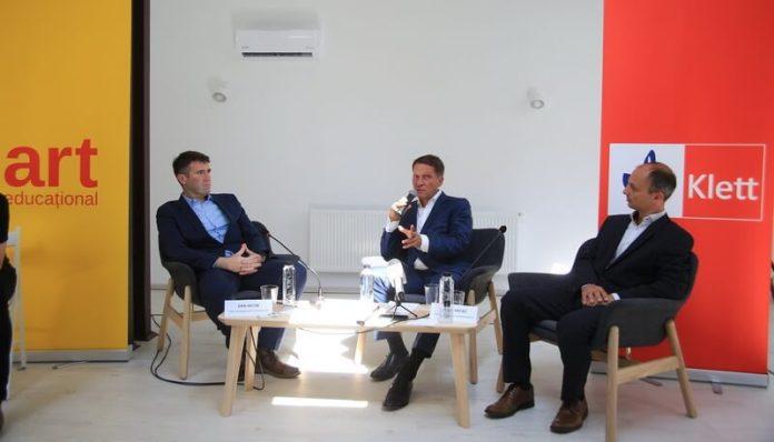 De la stânga la dreapta Dan Iacob, director general Grupul Editorial Art, Philipp Haussmann (Germania), CEO Klett Gruppe _i Bojan Vrtaç (Slovenia), CFO Klett Gruppe Europa de Est Ffoto Cătălina Filip