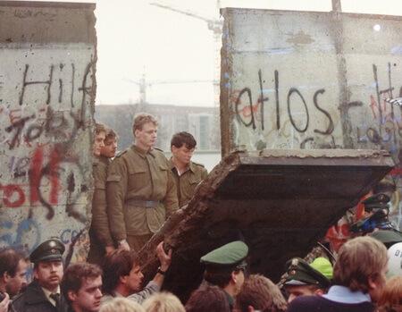 Căderea zidului Berlinului