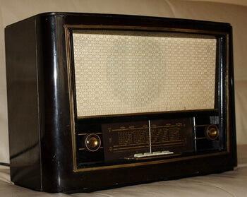Radio Popular Victoria S 571-A (primul radio de conceptie romaneasca, cu claviatura)