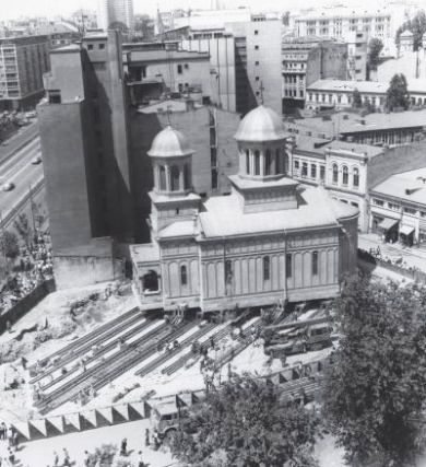 Translarea Bisericii Sfântul Ioan Nou din București. Sursa foto site Patrimoniul din București.