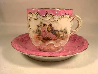 Ceașca de cafea roz cu design