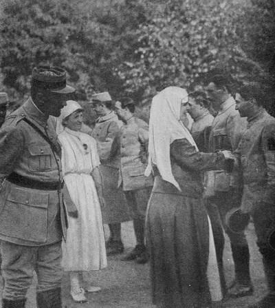 Regina Maria în vizită la sanatoriul Carpați, august 1917