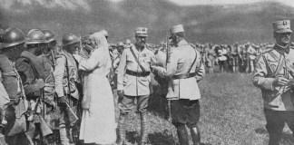 Daniela Șontică Regele Ferdinand și Regina Maria decorând militarii care au luptat la Mărășești, august 1917