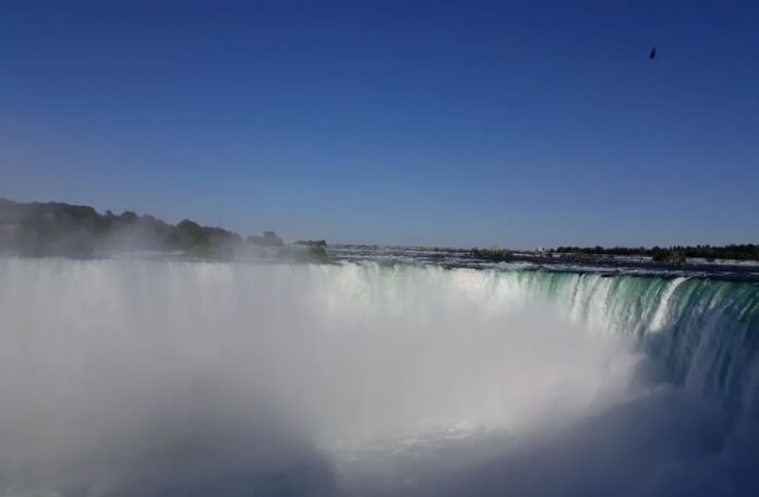 Ani Bradea jurnal de calatorie Cascada Niagara. Foto Ani Bradea
