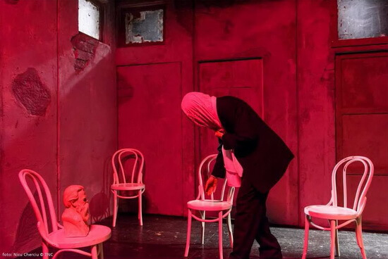 """Fotografii de Nicu Cherciu din spectacolul """"Despre senzația de elasticitate când pășim peste cadavre"""""""