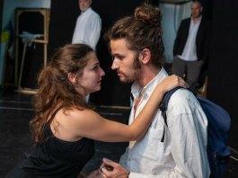 """Imagine din spectacolul """"Hanul stafiilor"""" de Nathan Alterman, Teatrul Khan din Ierusalim"""