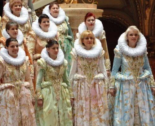 costum corul madrigal