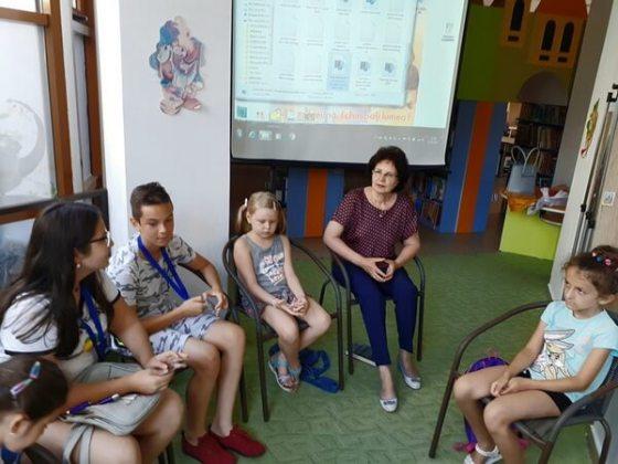 """Angela Burtea și copii din grupul artistic """"Nino Nino"""", Brăila, 2 august 2019"""