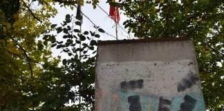Bucată din zidul Berlinului. Sursa foto: Academia Română