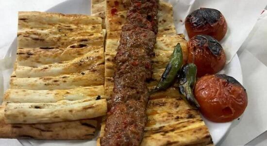Chebap la metru cu foi de plăcintă. Sursa foto: hurriyet.com.tr