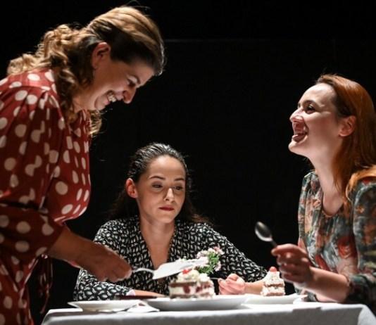 """Scenă din spectacolul """"Femei"""", concept spectacol: Raluca Iani. Credit foto: TNRS, Sebastian Marcovici"""