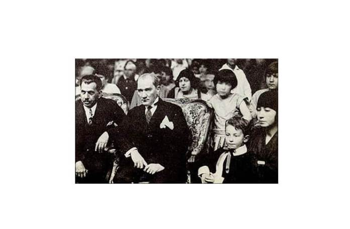 Atatürk la sărbătorile din 23 aprilie 1929, Ankara. Sursa foto: Wikipedia