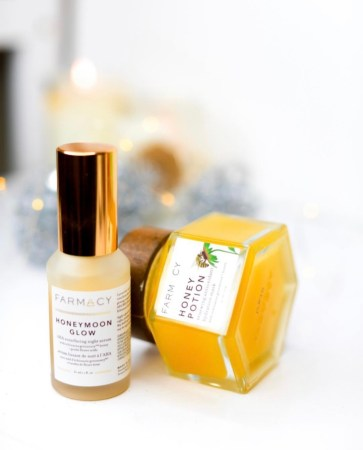 My top 10 products of 2018 | Farmacy Honeymoon Glow | Natural skincare products | Clean beauty | Cruelty free beauty and skincare | Luxury clean skincare | Best acid exfoliators AHA | Best products for acne prone skin | LevitateBeauty.com