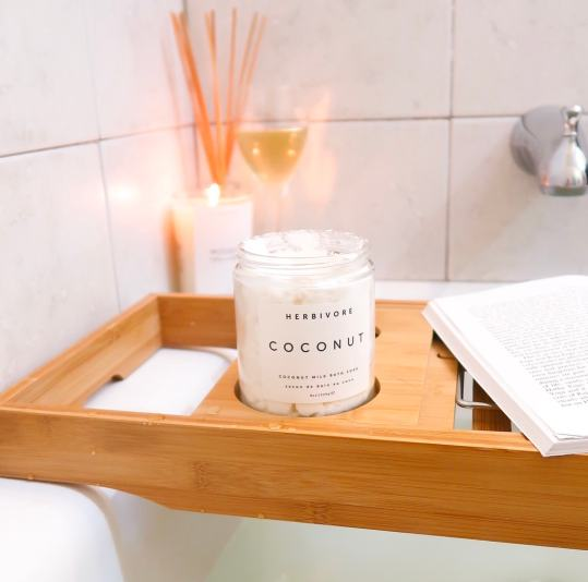 2019 Mother's Day Gift Guide | Looking for the perfect gift your your mom that will last longer than a boquet of flowers? Herbivore's Coconut Milk Bath Milk, is Vegan, Cruelty-Free, and perfect for the mom in need on a relaxing at-home spa night. Adding Herbivore's Coconut Soak to your bath will make your skin hydrated and smooth.